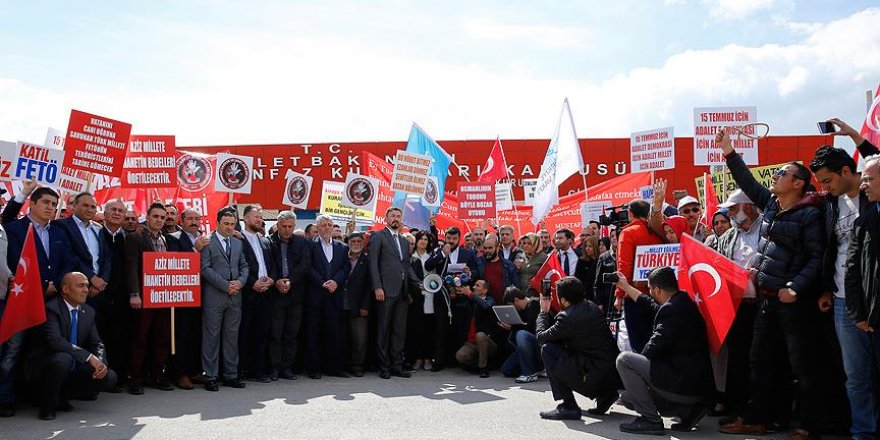 STK'lar ve 15 Temmuz gazileri darbecileri protesto etti