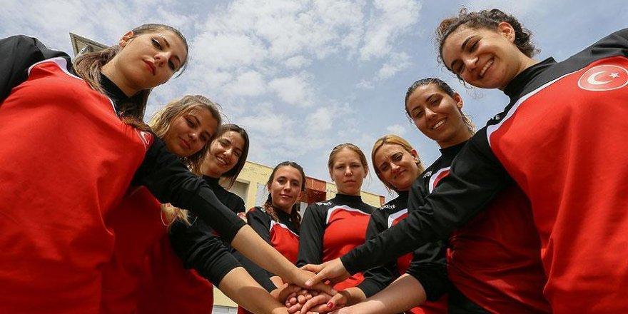 Kadın itfaiyecilere madalya mücadelesinde 'gönüllü' desteği