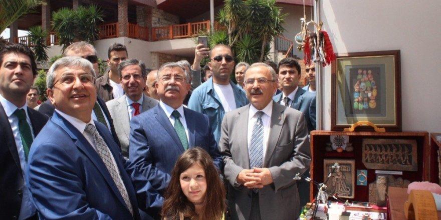 """Bakan Yılmaz: """"Türkiye'nin en büyük zenginliği beşeri sermayesidir"""""""