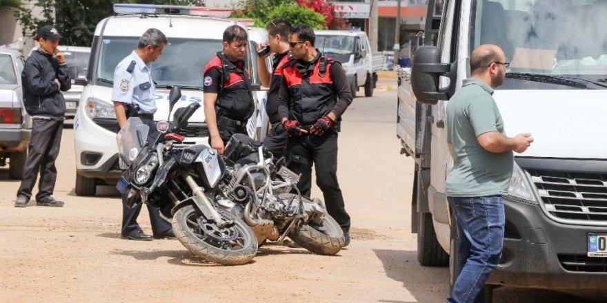Kamyonetle çarpışan iki yunus polisi yaralandı