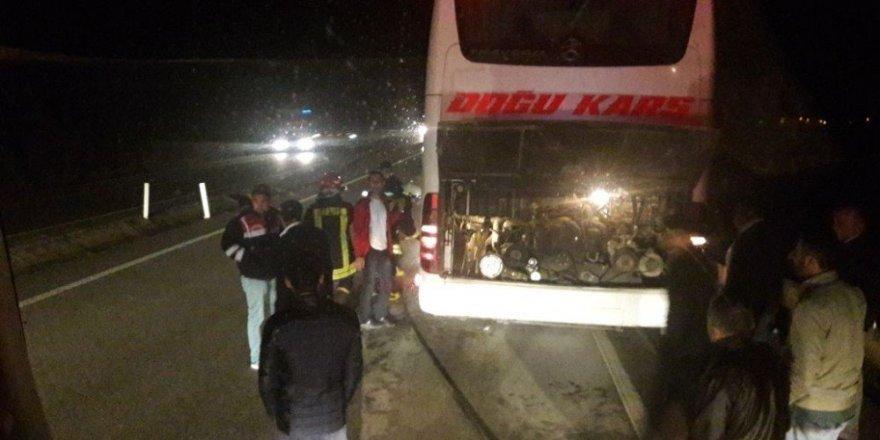 Yolcu dolu otobüste yangın paniği