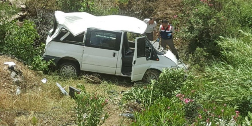 Nazilli'de işçi servisi köprüden uçtu: 9 yaralı