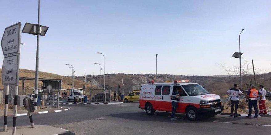 Katil İsrail askerleri Filistinli genci vurdu