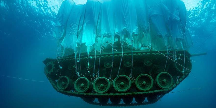 Batırılan 45 tonluk tank Güvercin Adası'na taşındı