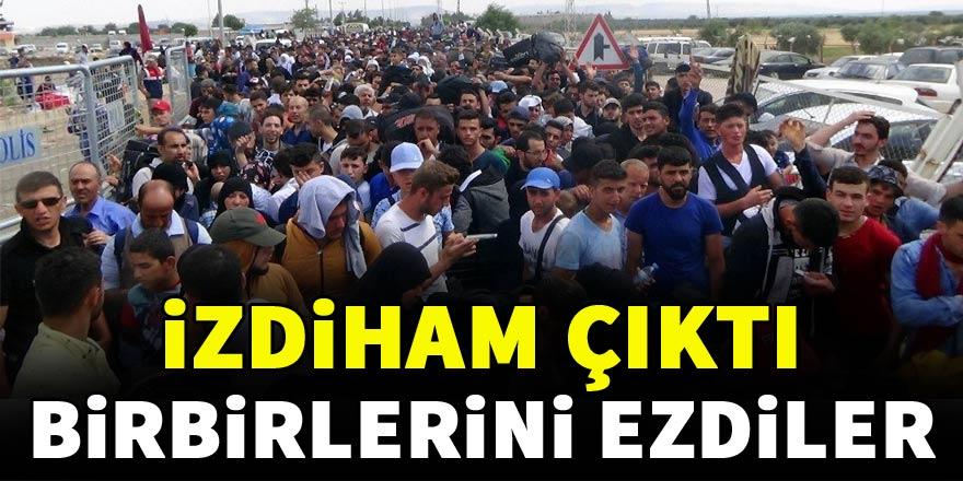 Ülkelerine giden Suriyeliler birbirlerini ezdi