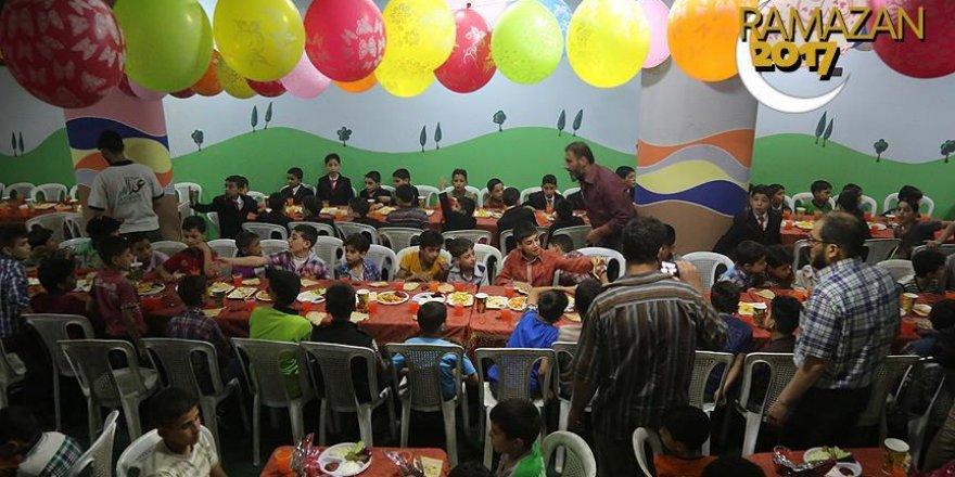 Duma'da yetimlerin iftar sevinci
