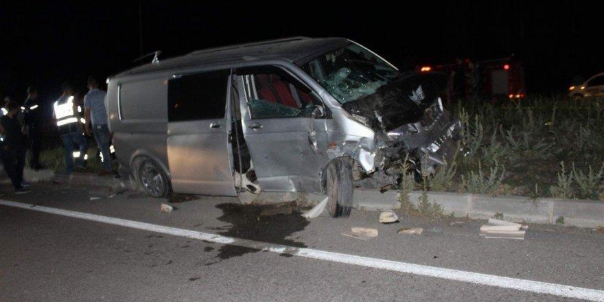 Afyon-Konya yolunda trafik kazası: 4 ölü