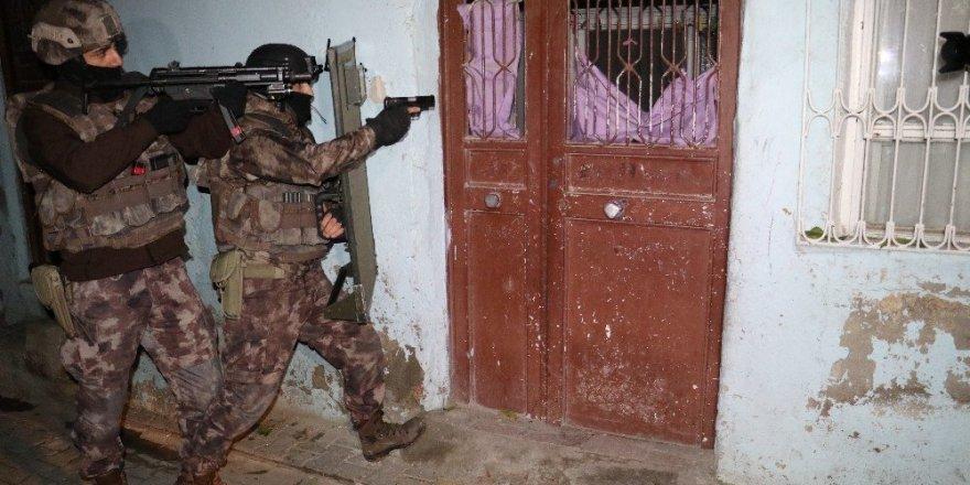 Adana'da DEAŞ operasyonu: 12 Suriyeliye gözaltı