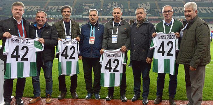 Konyaspor, 4 efsanesine ödül verdi