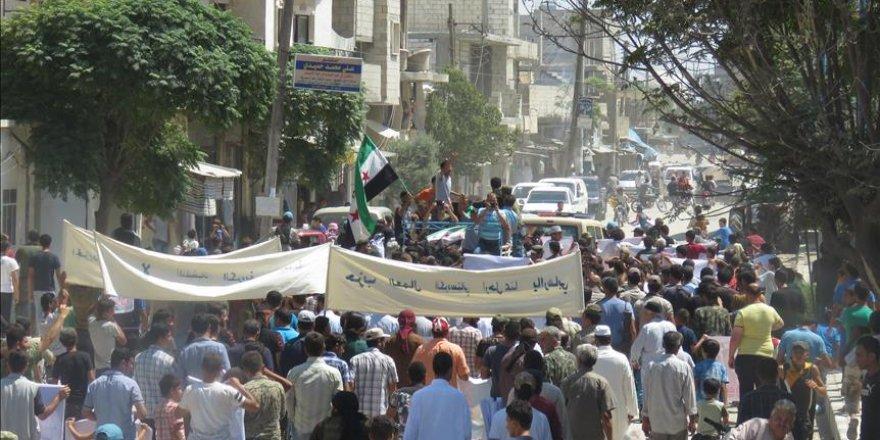Syrie: Manifestation contre l'organisation terroriste PYD à Manbij