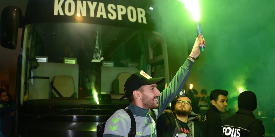 Konyaspor'a taraftarladan sevgi seli