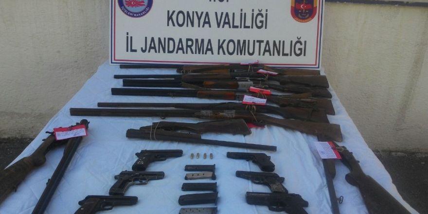 Konya'da Jandarma'dan operasyon! 9 tüfek, 6 tabanca buldu