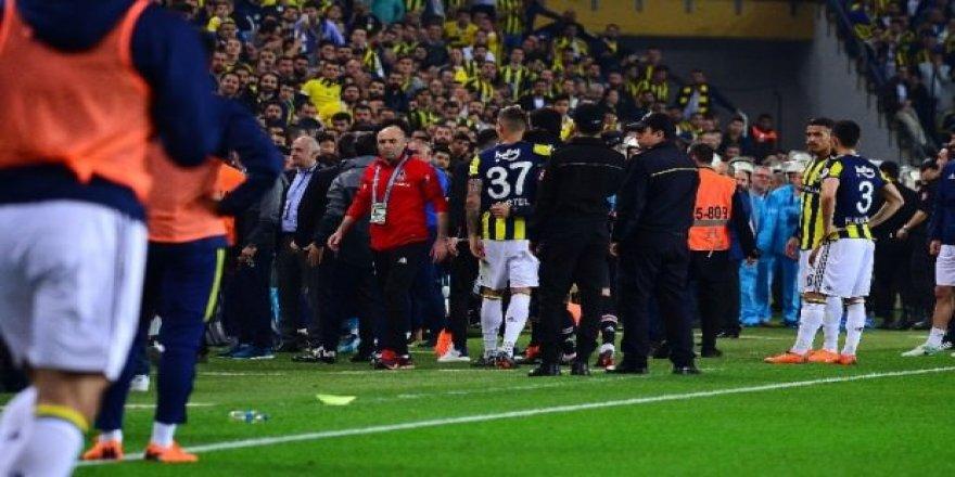 Fenerbahçe - Beşiktaş derbisi tatil edildi!