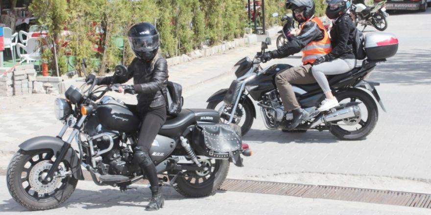 Motosiklet tutkunları, 'güvenli sürüş'e dikkat çekmek için Tavşanlı'da bir araya geldi