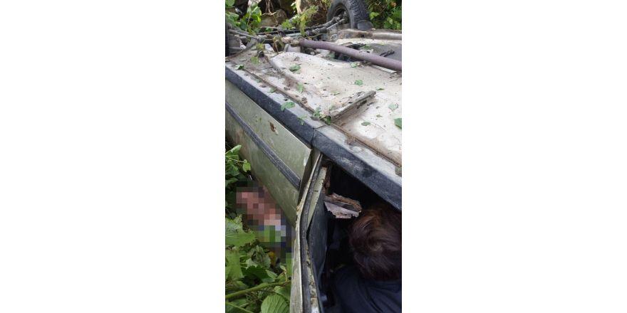 Giresun'da dereye yuvarlanan araçta sıkışan yaralı uzun uğraşlar sonucu çıkartılabildi