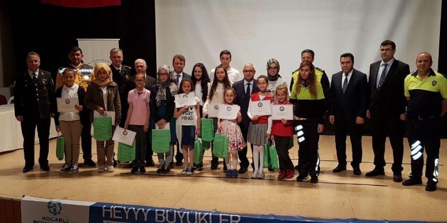 Kocaeli'de öğrencilere trafik hakkında seminerler verildi