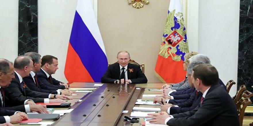 """Kremlin: """"Putin, ABD'nin kararını endişeyle karşıladı"""""""