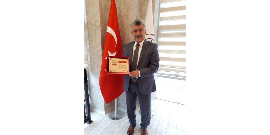 Başkan Yiğit'e yılın belediye başkanı ödülü