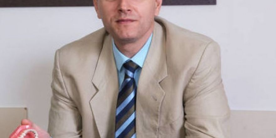 Dr. Cem Caniklioğlu, görünmeyen diş tellerini anlattı