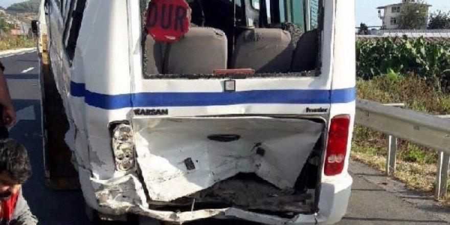 Şırnak'ta öğrenci servisi otomobille çarpıştı: 9 yaralı
