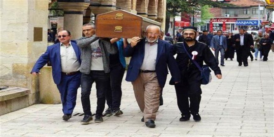 Beş kişilik ailenin cenazesi tek tabutta