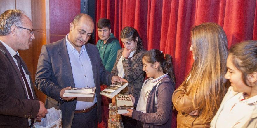 Ahlat Kaymakamlığından öğrencilere kitap desteği