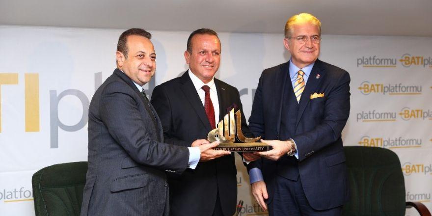 Kıbrıs çevresindeki gelişmeler, turizmi de vuruyor