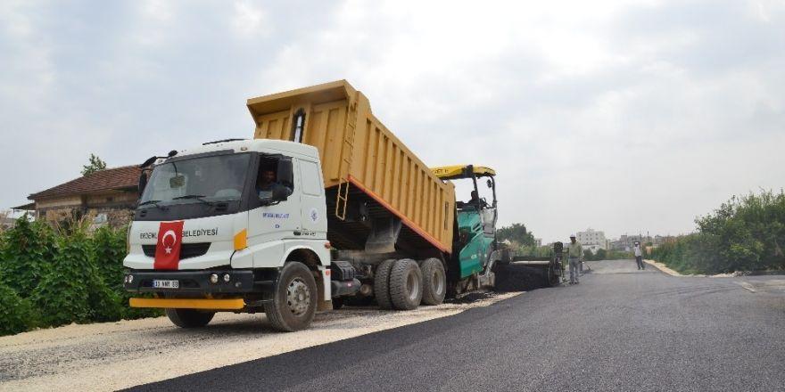 Erdemli'de asfalt çalışması hız kesmeden devam ediyor