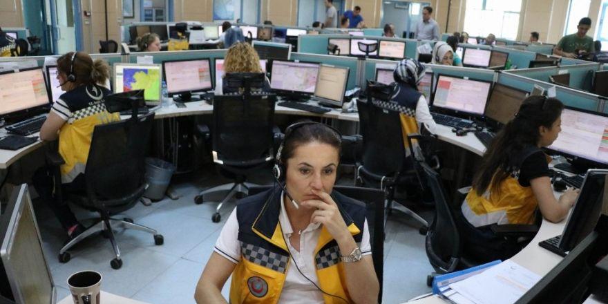 Antalya'da 112 Acil Çağrı Merkezi üç ayrı dilde insanların yardımına koşuyor