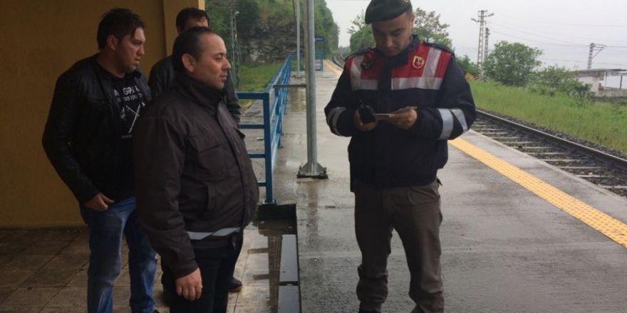 Jandarma tren yolcularına GBT sorgusu yaptı