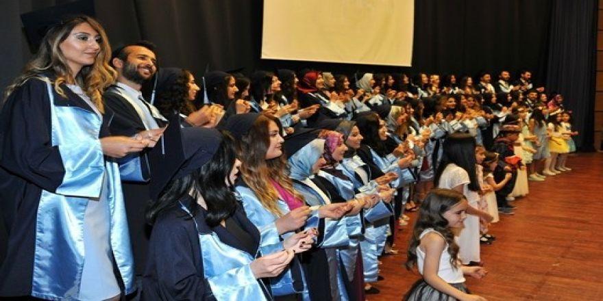 Söke Sağlık Yüksekokulu'nda mezuniyet sevinci