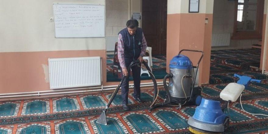 Gördes camilerinde Ramazan hazırlığı başladı