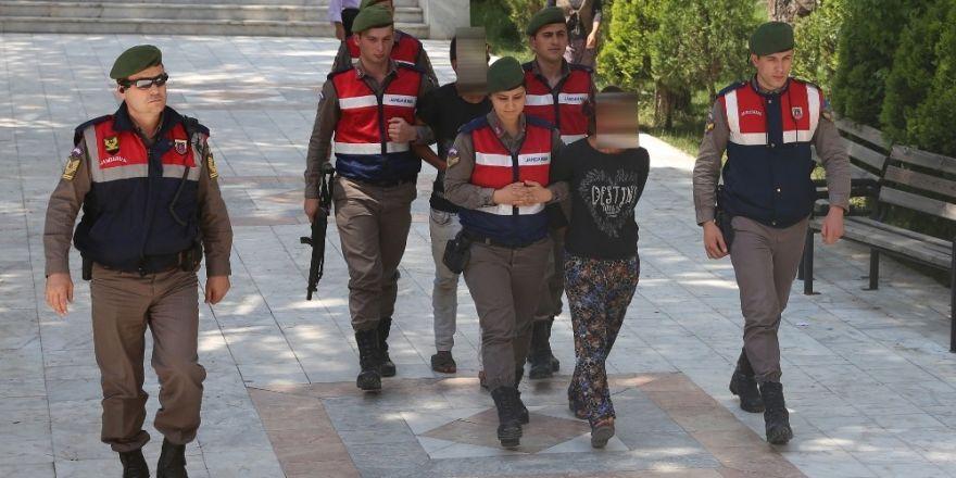 Jandarma, hırsızları saklandıkları yerde yakaladı