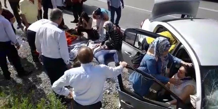 Antalya'da kontrolden çıkan otomobil kayalıklara çarptı: 6 yaralı