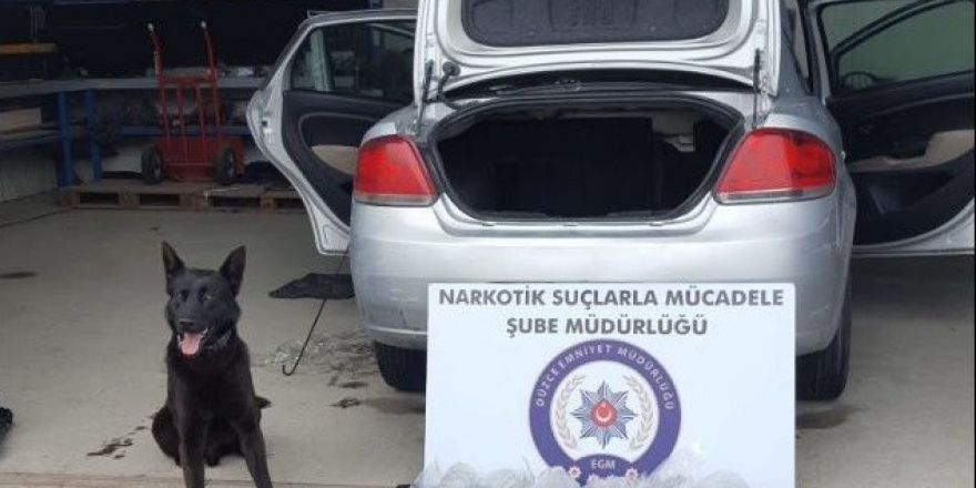 Otomobile zulalanmış uyuşturucuyu narkotik köpeği buldu
