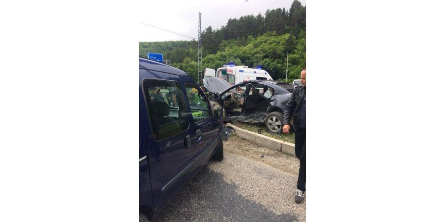 Karabük'te iki araç çarpıştı: 3 yaralı