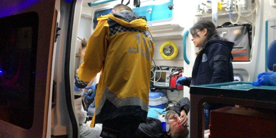 Servisle araç çarpıştı: 1'i ağır 5 yaralı