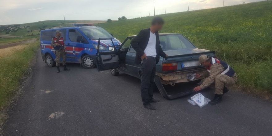 Otomobil tamponuna gizlen kaçak sigara ele geçirdi
