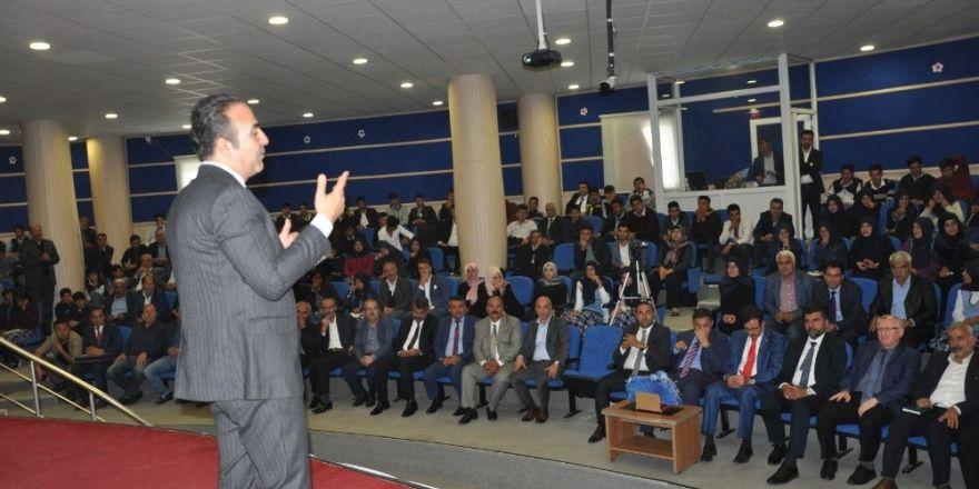 İşadamı Osman Yaşar gençlerle buluştu