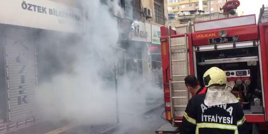 Adana'da çıkan yangında tatlıcı dükkanı kül oldu