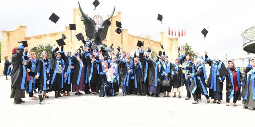 Anne Üniversitesi yine mezun verdi ile ilgili görsel sonucu