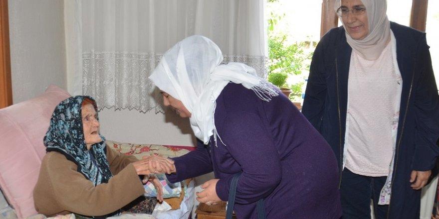 Karatay kadın meclisi yüz yaşındaki solmaz nineyi ziyaret etti