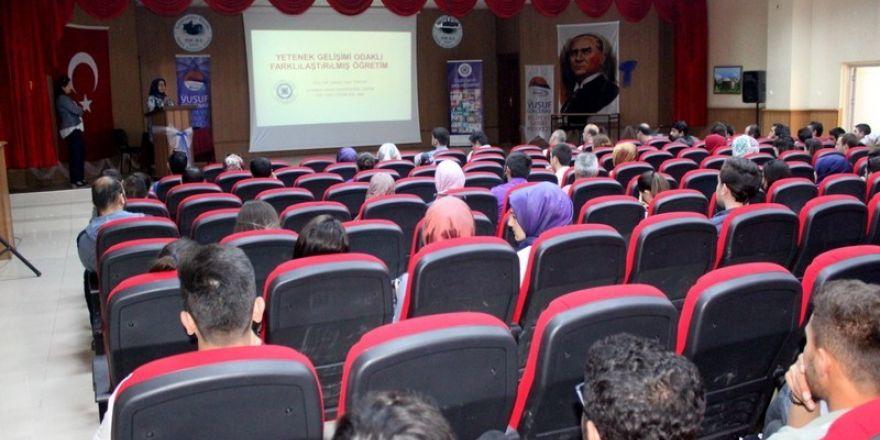 Van'da yetenek gelişimi odaklı farklılaştırılmış öğretim semineri gerçekleştirildi