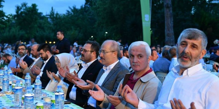 Büyükşehir'den Susurluk'ta 5 bin kişilik iftar