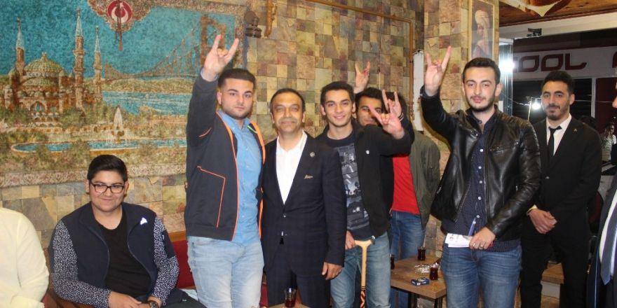 MHP Sivas Milletvekili adayı Özyürek seçim çalışmalarını sürdürüyor