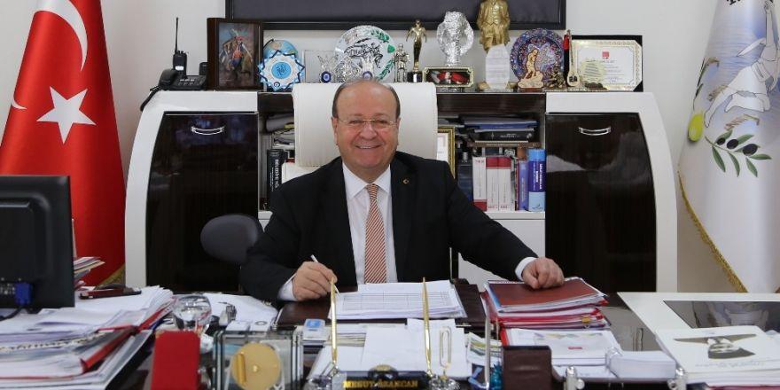 Başkan Özakcan'dan öğrencilere tatil mesajı
