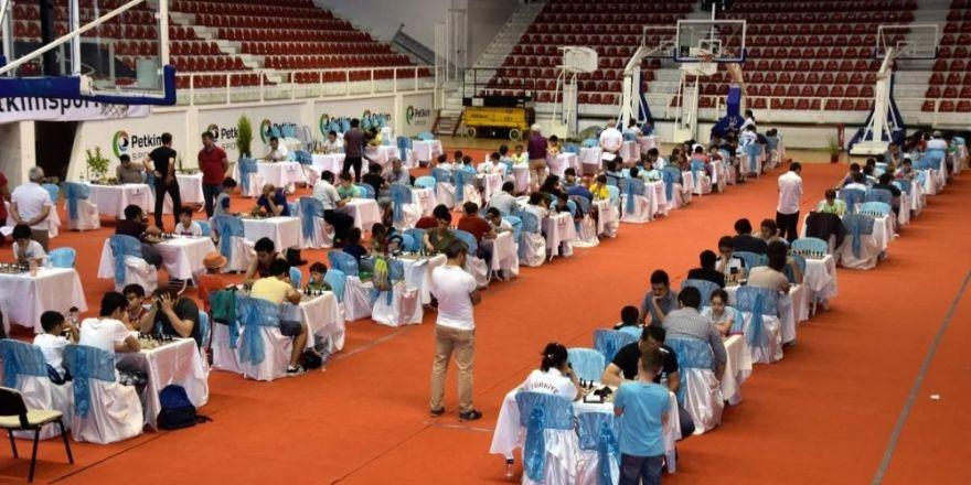 Aliağa'da Kyme Satranç Turnuvasına yoğun ilgi