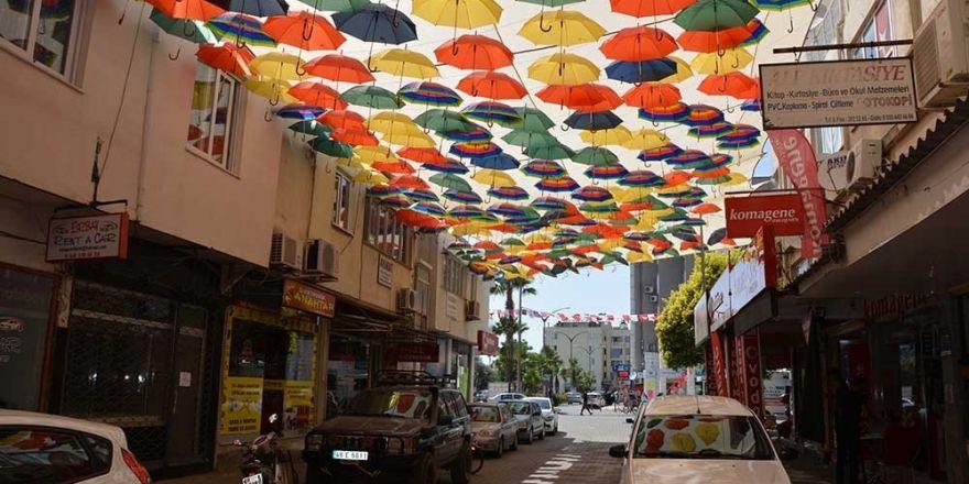Esnaf el birliğiyle sokağını güzelleştirdi