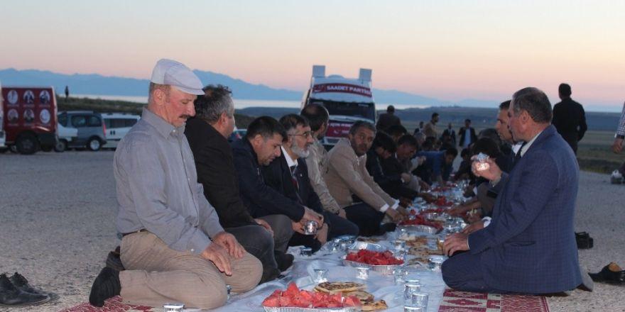 Saadet Partisi'nden çevre yolunda iftar