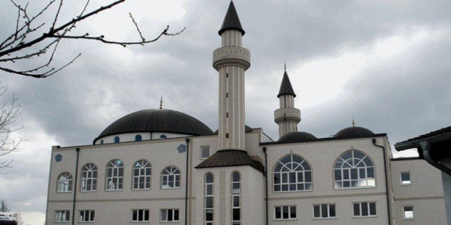 Avusturya camileri kapatıyor!